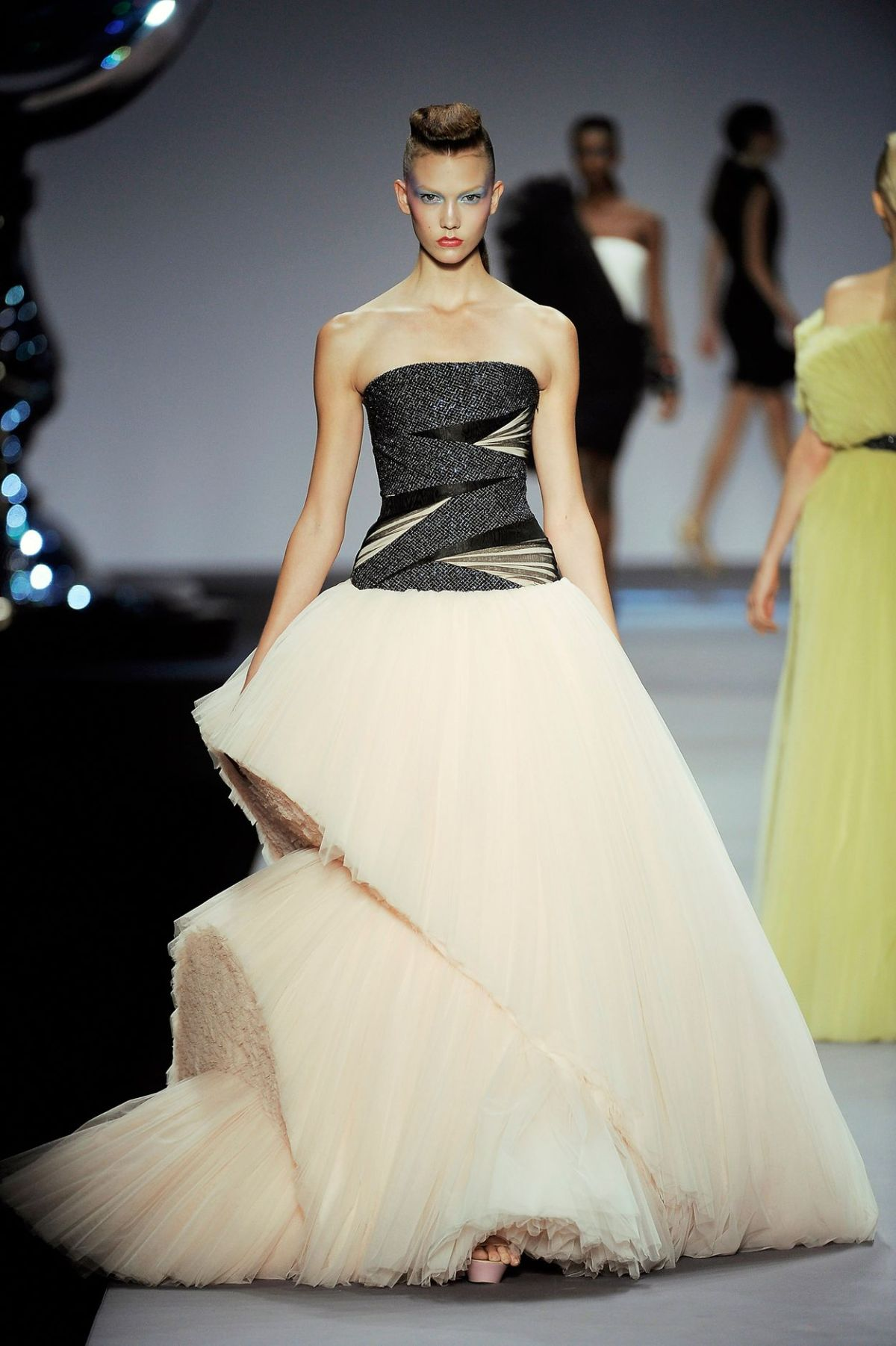 viktor-and-rolf-2010-1530178881
