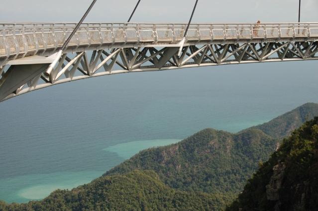 Puente suspendido en la montaña Daedunsan, Corea del Sur